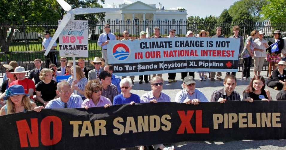 Opponents of the Keystone XL pipeline, which would move oil to the Gulf Coast, protest at the White House. (Photo: J. Scott Applewhite/AP)