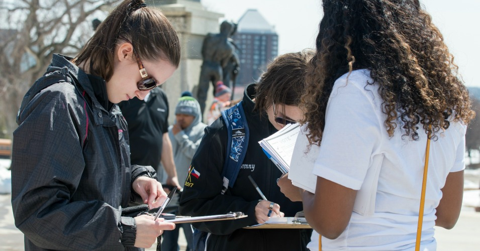 High school students in St. Paul, Minn. filling out voter registration forms at a National Student Walkout event in April. (Photo: Fibonacci Blue/Flickr/cc)