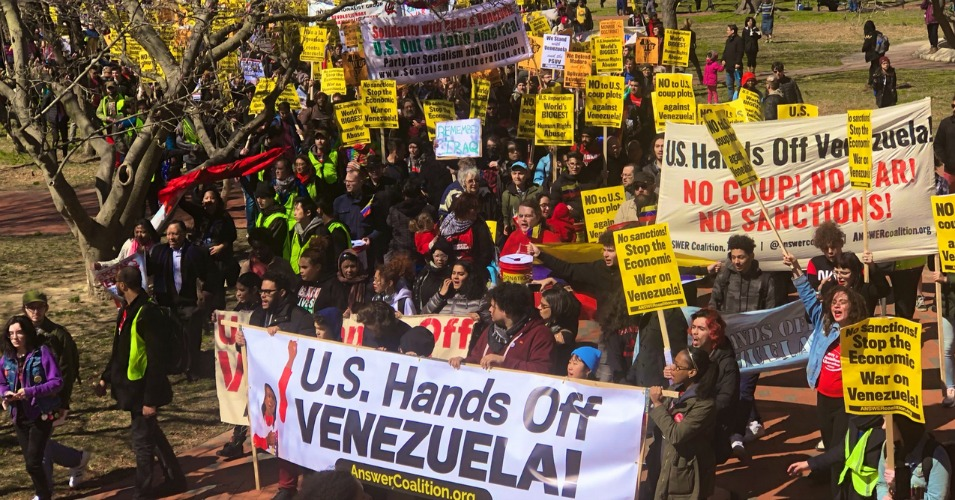 Americans warned against economic sanctions and a potential military intervention in Venezuela in Washington, D.C. on Saturday. (Photo: @ChuckModi1/Twitter)