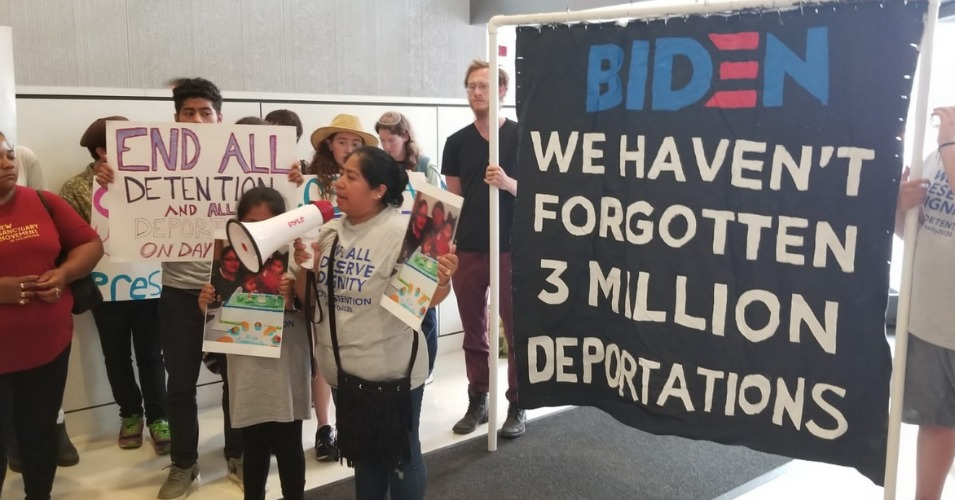 The Cosecha Movement led a demonstration at Joe Biden's campaign headquarters on Wednesday, demanding an apology from the former vice president for the separation of thousands of families who were deported by the Obama administration. (Photo: @CosechaMovement/Twitter)