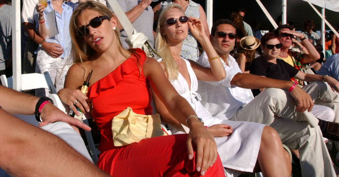 Spectators watch the Mercedes-Benz Polo Challenge July 21, 2001 in Bridgehampton, New York. (Photo: Spencer Platt/Getty Images)