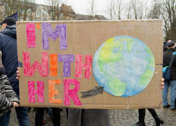 A sign held outside the Bonn climate summit. (Photo: Lisa Mannhardt/flickr/cc)