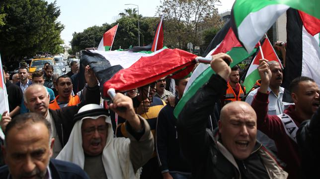 Palestinian men march on March 31, 2018 in the Israeli occupied West Bank city of Nablus in a symbolic funeral in solidarity with those who were killed a day earlier in the Gaza Strip during clashes with Israeli forces on Land Day. (Photo: AFP)