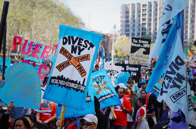 New York City on Wedensday announced its plans to divest billions of its pension funds from fossil fuel companies and that it filed a suit against five giants in the industry for billions in damages. (Photo: Rae Breaux/FossilFree.org)