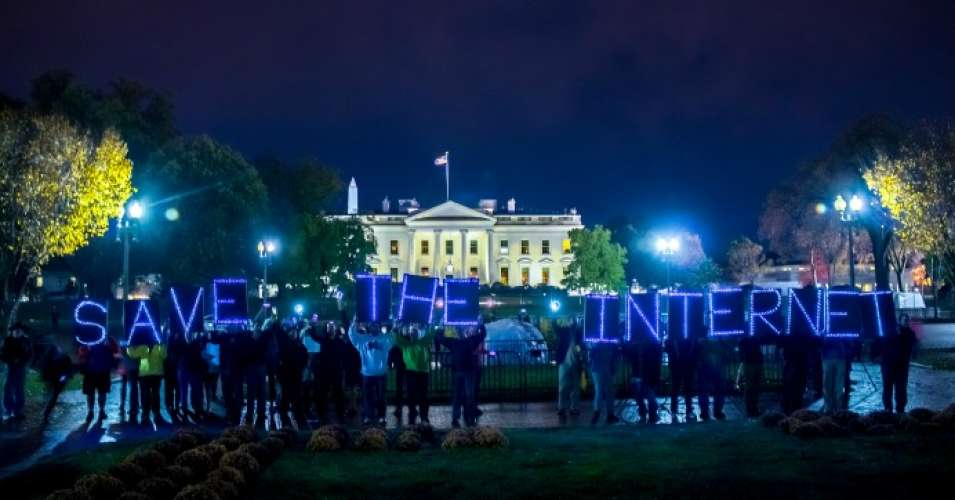 Net neutrality supporters hold signs in front of the White House. (Photo: Joseph Gruber/flickr/cc)