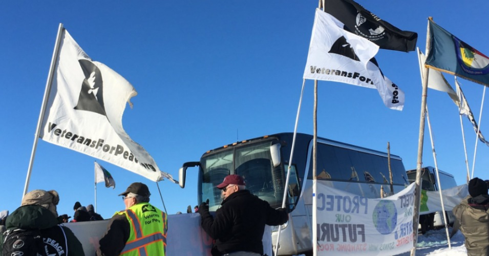 Busses carrying veterans from all around the country continue to arrive at Standing Rock. (Photo: Stephanie Keith/Reuters)