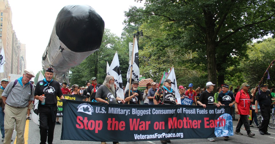 Veterans for Peace march at the People's Climate March on September 21, 2014. (Common Dreams: CC BY-SA 3.0 US)