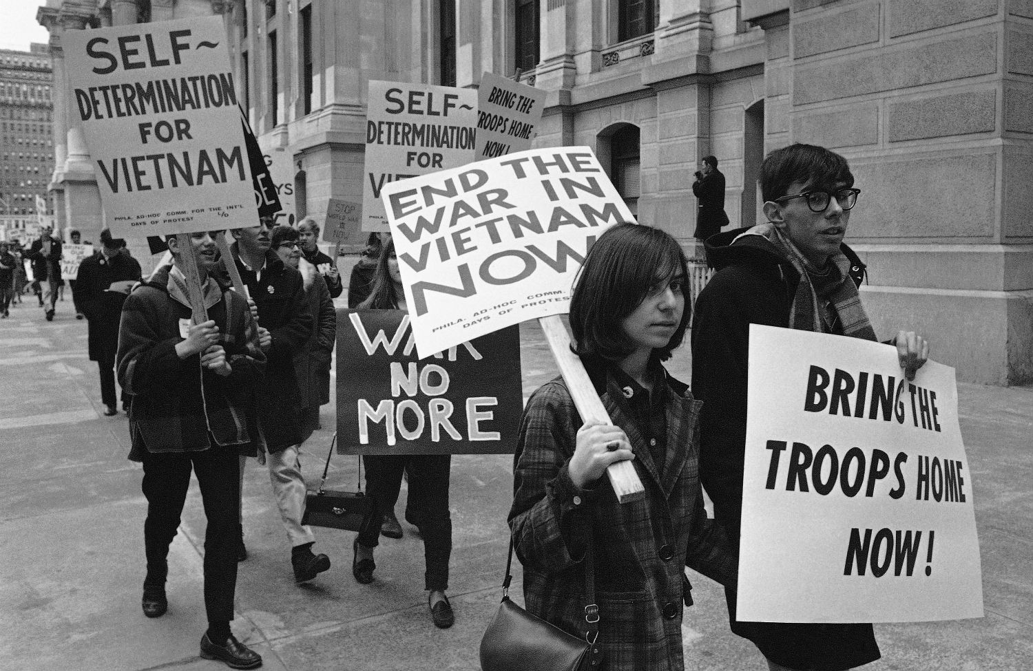 anti war movement in the united states Opposition to united states involvement in the vietnam war began with demonstrations in 1964 against the escalating role of the us military in the vietnam war and grew into a broad social movement over the ensuing several years.